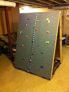 DIY Portable rock climbing wall ~ Kids would absolutely love this! Perfect for making obstacle course in back yard too. Climbing Wall Kids, Rock Climbing, Toddler Climbing, Indoor Climbing, Kids Indoor Play, Ninja Warrior Course, Backyard Obstacle Course, Obstacle Course For Kids, Kid Spaces