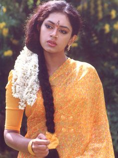 "Képtalálat a következőre: ""shobana"" Beautiful Girl Indian, Most Beautiful Indian Actress, Beautiful Actresses, Aishwarya Rai Photo, Vintage Bollywood, Actors Images, Actress Pics, Beauty Full Girl, Saree Styles"