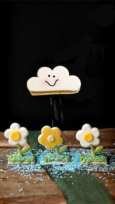 How to Make Cute Cloud Cookies the Rain via www.thebearfootbaker.com