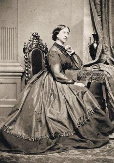 http://i.ebayimg.com/t/4-Prints-Civil-War-Photos-Ladies-in-Fancy-Dresses-/00/s/OTgxWDY4Ng==/$(KGrHqJHJEcFDJ,P6qiJBQ3hhJcuCg~~60_57.JPG