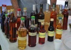 Domowe nalewki przy bólach mięśni i stawów. Irish Cream, Gifts For Wine Lovers, Bottle, Food, Glasses, Alcohol, Eyewear, Eyeglasses, Flask