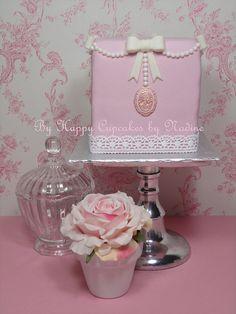Pink Cameo mini-cake