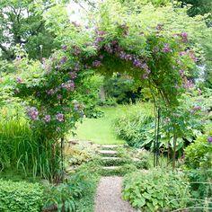Ett efterlängtat besök i en ljuvlig Ramlösaträdgård. Garden Borders, Garden Paths, Back Gardens, Outdoor Gardens, Scandinavian Garden, Corner Garden, Love Garden, Small Garden Design, Backyard Landscaping