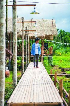 บ้านไร่ ไออรุณ my home magazine 03 Outdoor Tub, Outdoor Stairs, House In Nature, House In The Woods, Villa Design, Cafe Design, Bamboo House Design, Hut House, Bamboo Architecture