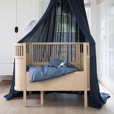 The perfect designer baby cot for your Modern Scandi inspired nursery. The Sebra Juno cot bed is designed to grow with your child from newborn to 6 years of age. Here it is available in an ultra modern, gender neutral Beech Wood Edition. Nursery Furniture, Large Furniture, Convertible Bed, Nursery Modern, Cot Bedding, Bedding Sets, Kili, Cozy Bed, Baby Bedding