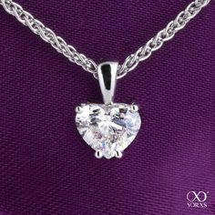 Show your love by showing your heart. This necklace is a perfect gift for any occasion #yorxs #diamant #kette #herz