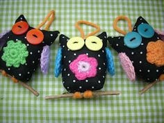 Fabric and crochet owls by Scraponique
