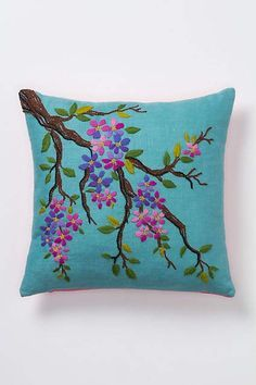 Embroidery Stitches Flowers Pillows 32 Ideas For 2019 Modern Embroidery, Hand Embroidery Designs, Ribbon Embroidery, Embroidery Art, Cross Stitch Embroidery, Embroidery Patterns, Machine Embroidery, Floral Pillows, Decorative Pillows