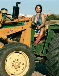 she can run the baler...i'll stack bales on the wagon and make sure the knotter keeps tyein...