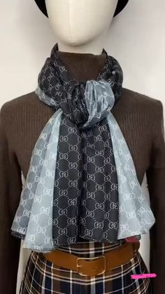 Ways To Tie Scarves, Ways To Wear A Scarf, How To Wear Scarves, Scarf Wearing Styles, Scarf Styles, Mens Scarf Fashion, Fashion Scarves, Mode Outfits, Fashion Outfits
