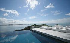 piscina infinita en la terraza