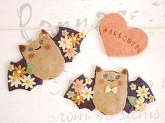 adrable halloween bat cookies Kawaii Halloween, Halloween Foods, Halloween Bats, Happy Halloween, Eat Pretty, Meringue Cookies, Beautiful Desserts, Cute Food, Barrette
