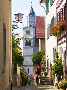 Das Münster in Überlingen am Bodensee, St. Nikolaus, Sehenswürdigkeit,  Im 15. Jahrhundert Baubeginn. Es gibt einen kleineren  Südturm und einen größeren Nordturm.  eingeschnitzter Hochaltar  aus dem 17. Jahrhundert, Konzerte, Orgelsommer,