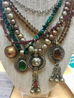 These necklaces always gather compliments. The picture shows two necklaces. Bohemian Jewellery, Gypsy Jewelry, Tribal Jewelry, Jewelry Art, Beaded Jewelry, Jewelry Design, Beaded Necklaces, Colar Fashion, Vintage Silver Jewelry