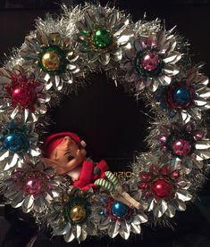 Amazing Vintage Christmas Ornament Ideas 14 – Home Design Vintage Christmas Crafts, Retro Christmas Decorations, Christmas Door Wreaths, Vintage Ornaments, Christmas Projects, Holiday Crafts, Christmas Holidays, Christmas Gifts, Christmas Design