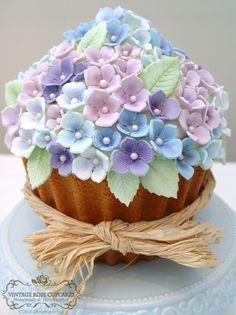 Giant Vintage Hydrangea Cupcake, birthday, wedding cutting cake from Vintage… Giant Cupcake Cakes, Cupcake Art, Cupcake Cookies, Cupcake Birthday, Big Cupcake, Cupcake Ideas, Mini Cakes, Hydrangea Cupcakes, Flower Cupcakes