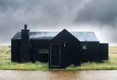Simon Conder Associates Architects & Designers . the black rubber house, Kent