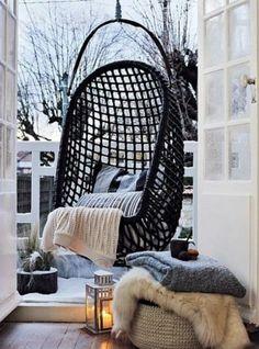 SCANDIMAGDECO Le Blog Déco Un Petit Coin Cocooning Avec Le - Formation decorateur interieur avec fauteuil transparent design