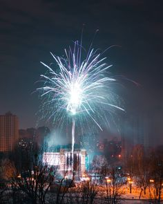 Так часто фейерверки что я уже научился их фотографировать. Ну наверное научился #orlypark  #киев #Kiev #Київ #Kyiv #kievgram #kievblog #igerskiev #insta_kiev #vscokiev#instakiev #thekievblog #kievtoday #kievpics#kiev_life #kievlife #kiev_of_the_day #kyivgram #we_love_kiev #vscokyiv #kievphoto #kievnow #kievviews #igerskiev  #ukraine #Украина #україна #instaukraine  #LivesWellLived @BlurbBooks #mywinterinchampery