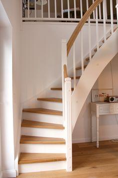 Wooden stairs are much cheaper than concrete stairs- Holztreppen sind deutlich günstiger als Betontreppen Wooden stairs are much cheaper than concrete stairs -