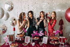 Яркий девичник с белыми, бордовыми и прозрачными шарами | Большие шары с тассел гирляяндой | Идеи для девичника | Платье для девичника | Marsala white big balloons silver foil orb tassel garland bridal shower |