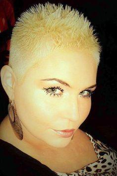 Short Hair Beauty – Bewerten Sie ihren Look von - Haar Modelle Short Sassy Haircuts, Edgy Short Hair, Really Short Hair, Super Short Hair, Short Straight Hair, Short Hair With Layers, Short Hair Cuts, Straight Hairstyles, Cool Hairstyles