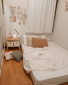 Room Design Bedroom, Room Ideas Bedroom, Small Room Bedroom, Home Room Design, Bedroom Decor, Korean Bedroom Ideas, Small Bedroom Inspiration, Pinterest Room Decor, Study Room Decor