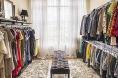 Conheça os estabelecimentos que vendem peças usadas de grifes internacionais e também saiba os cuidados na hora de garimpar as roupas