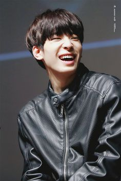 Wonwoo really should smile more often, look how bright is his smile UwU Jeonghan, Woozi, When You Smile, Your Smile, Vernon Chwe, Hip Hop, Choi Hansol, Adore U, Seventeen Wonwoo