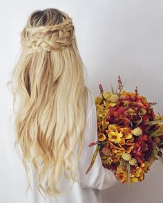 Dirty blonde hair color has an overwhelming charm of the loved-by-all, girl-next-door appeal. Characteristics such as friendly, sociable, charming and delightfu