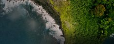 An aerial view of the ocean washing upon rocks and a green forest. Hawaii Flights, Southwest Airlines, Waikiki Beach, Pearl Harbor, Hawaiian Islands, Hawaii Travel, Aerial View, Oahu, Places To Go