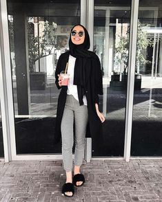 Hijab outfit with slipper-Modern and fashionable hijab outfits – Just Trendy G… – Hijab Fashion Modern Hijab Fashion, Street Hijab Fashion, Hijab Fashion Inspiration, Muslim Fashion, Modest Fashion, Look Fashion, Fashion Outfits, Modern Outfits, Modest Outfits Muslim