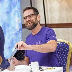 Duncan Lacroix meeting fans during the Autograph Session at Starfury Highlanders Outlander Casting, Outlander Tv Series, Duncan Lacroix, Diana Gabaldon Books, Man Crush, Book Series, Besties, Highlanders, Claire Fraser
