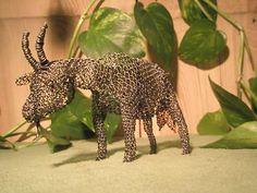 Koza Kozy jsou zhotoveny dle obrázků z černého železného drátu technikou obrácené smyčky. Velikost cca 15cm.
