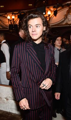 This video of Harry Styles embracing an unexpected friend blew our minds: