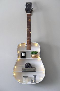 25 Unusual Ideas To Make Your Home Original - myeasyidea sites Guitar Crafts, Guitar Diy, Guitar Songs, Guitar Chords, Diy Vintage, Vintage Decor, My New Room, My Room, Guitar Bedroom