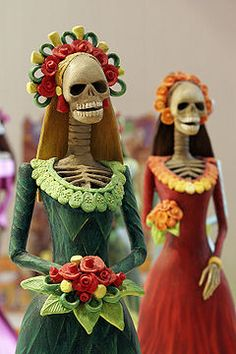 2.) One of the most popular figures of the Day of the Dead is Catrinas.