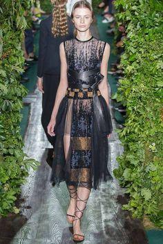 Valentino Parigi - Haute Couture Fall Winter - Shows - Vogue. Couture Looks, Style Couture, Couture Fashion, Runway Fashion, Couture 2015, Couture Week, Paris Fashion, Fashion Week, High Fashion