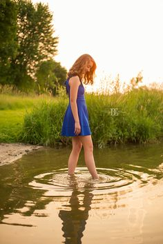 Senior Photos at the golden hour at the lake  #SeniorPhotoIdeas #SeniorPictureIdeas