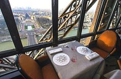 Wouldn't you love to have a spectacular view from the top of the Eiffel Tower? Via Le Jules Vernes restaurant :-)