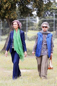 royalwatcher: Queen Sofia and her sister Princess Irene visited a wildlife preserve in Mazarambroz, Toledo, April 2015