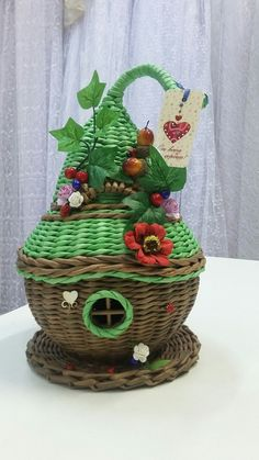 Оксана Ильина | ВКонтакте Baskets On Wall, Wicker Baskets, Sun Paper, Diy And Crafts, Arts And Crafts, Paper Weaving, Newspaper Crafts, Sewing Baskets, Recycled Art