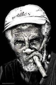 Maigres l'âge, l'âme d'une personne reste toujours la même et et s'approfondit , tout en creusant les rides que le temps ne fait abîmé ...