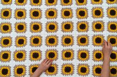 Excellent Absolutely Free sunflower Crochet Blanket Ideas And here is a group of crochet how-to's for making your current crocheting less complicated and mu Crochet Square Blanket, Granny Square Crochet Pattern, Afghan Crochet Patterns, Crochet Motif, Crochet Designs, Crochet Stitches, Knitting Patterns, Double Crochet, Crochet Waffle Stitch