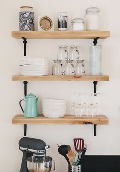 Styling tricks for open kitchen shelves apartment therapy home decor trends Home Interior, Interior Design Kitchen, Kitchen Decor, Kitchen Styling, Diy Kitchen Shelves, Decorating Kitchen, Interior Livingroom, Kitchen Storage, Kitchen Ideas