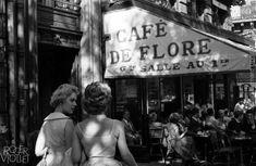 Le café de Flore en juin 1959 © Bernard Lipnitzki / Roger-Viollet
