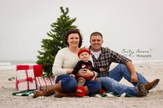 love this simple family photo perfect christmas card photo for the family who loves the beach
