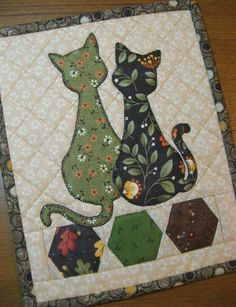 Calico Cats Mug Rug - Quilts - Cat Quilt Patterns, Mug Rug Patterns, Small Quilts, Mini Quilts, Applique Quilts, Patchwork Quilting, Scraps Quilt, Fabric Postcards, Animal Quilts