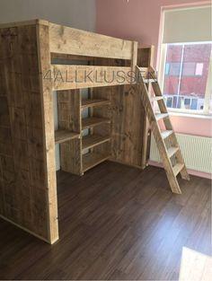 Steigerhouten hoogslaper met bureau en boekenkast Small House Plans, Ladder Decor, Loft, Bedroom, Furniture, Home Decor, Kid Bedrooms, Desk, Little House Plans