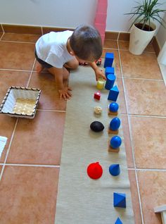 Montessori en Casa: Extensiones Sólidos Geométricos - Geometric Solids Extensions